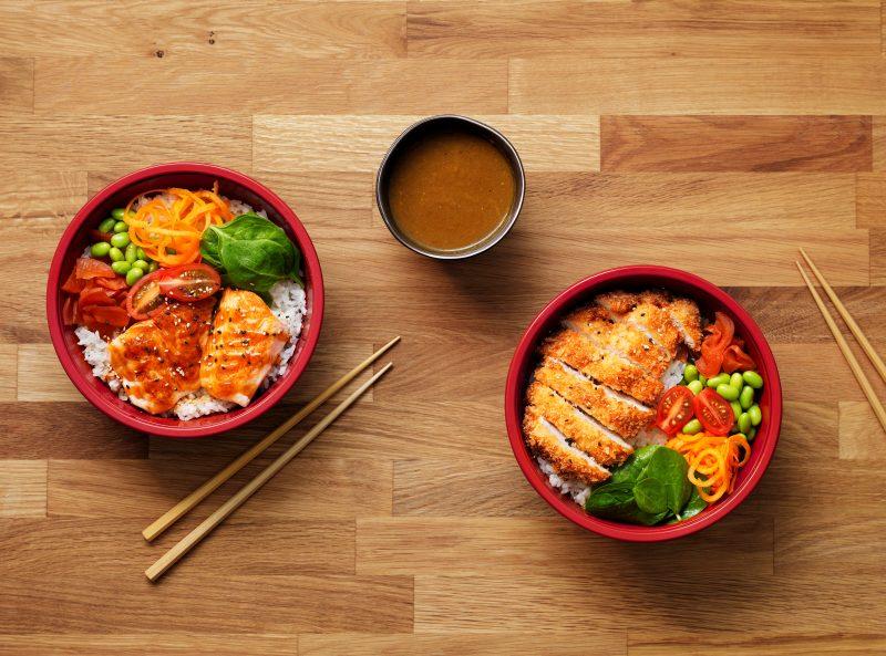 Chicken-katsuatsu_Salmon-eryiaki_youmesushi-japanese-food-you-me-sushi-advert-fotograf-jedla