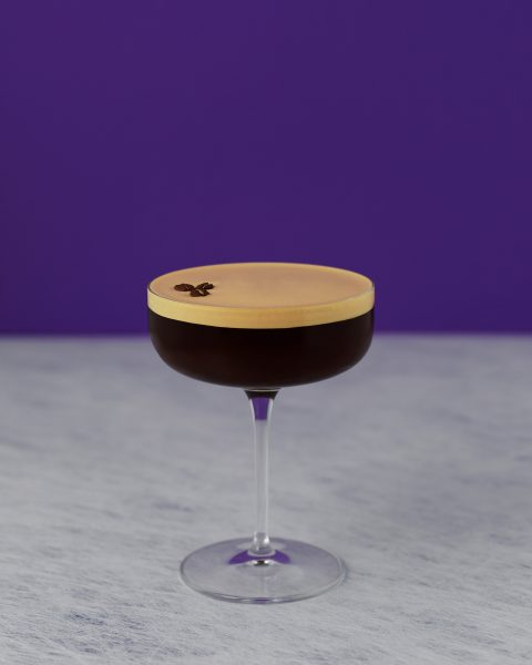Espresso martini life-style-purple-background fotograf drinkov drink photographer london bratislava