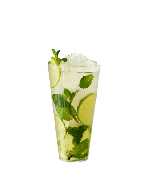 Mojito-with-crushed-ice-mint-lime-white-background cut out london braislava cocktail fotograf drinkov