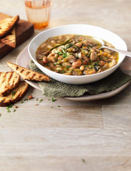 Mushroom-and-bean-soup-with-bread-on-wooden-surface-ocado-life-fotografia jedla london bratislava