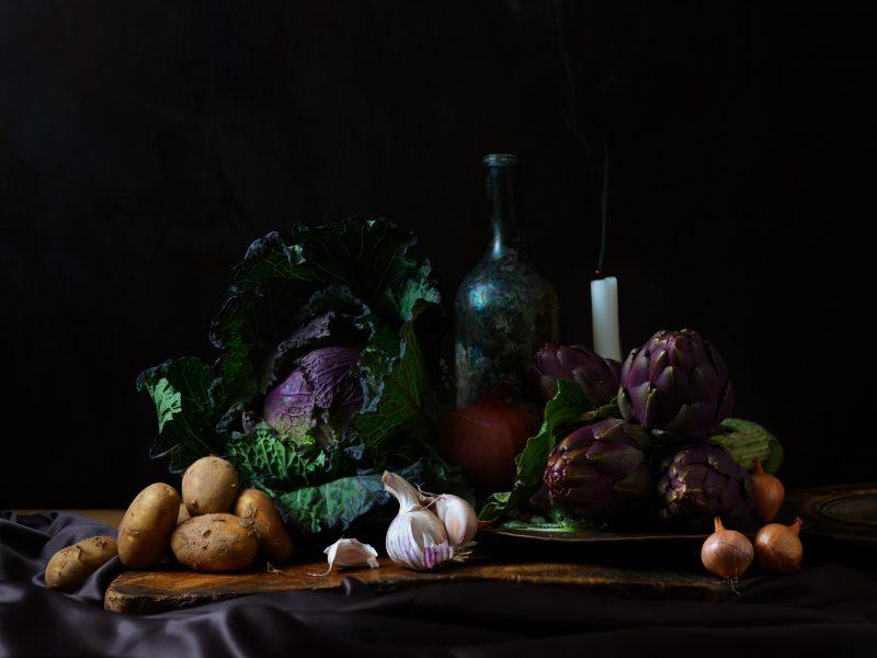 fotograia-fotograf-jedla-london-bratislava-food-photographer-still-life-daylight-cabbage-witer-vegetable-artichokes-garlic-renessaince