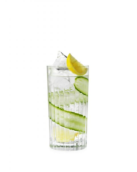 gin-and-tonic-cucamber-lemon-on-white hendricks cut out fotograf drinkov drink photographer london bratislava