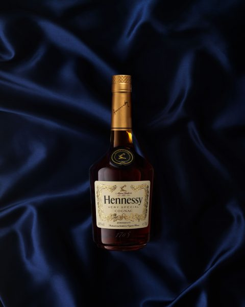 henessy_very-special-cognac overhead on silk luxury bottle photography fotograf drinkov drink london bratislava
