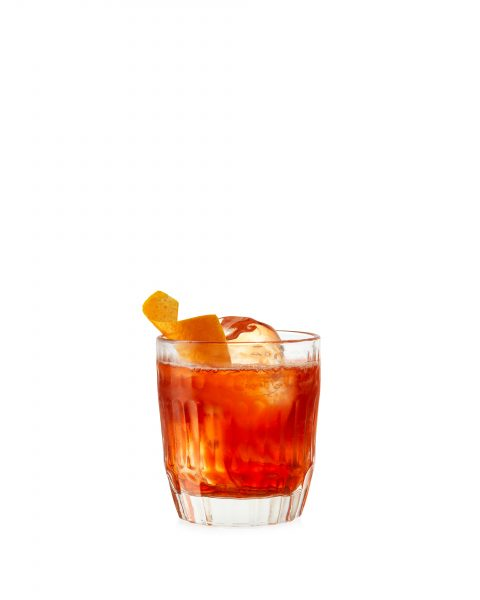 negroni cocktail on white background with ice and orange peel refreshing fotograf drinkov london bratislava profoto